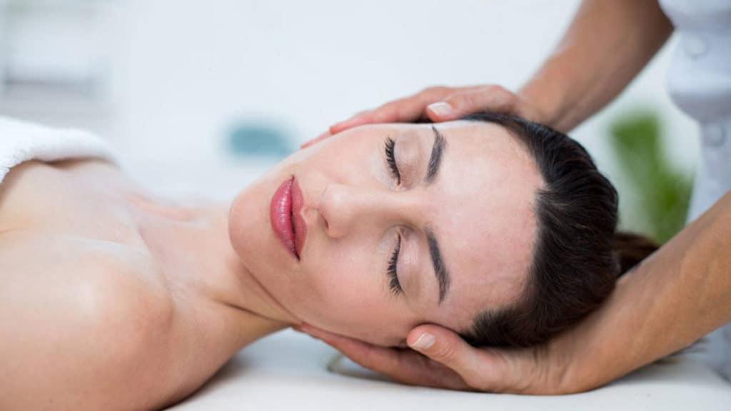 Значение и техника массажа. Как провести массаж для расслабления мышц спины?